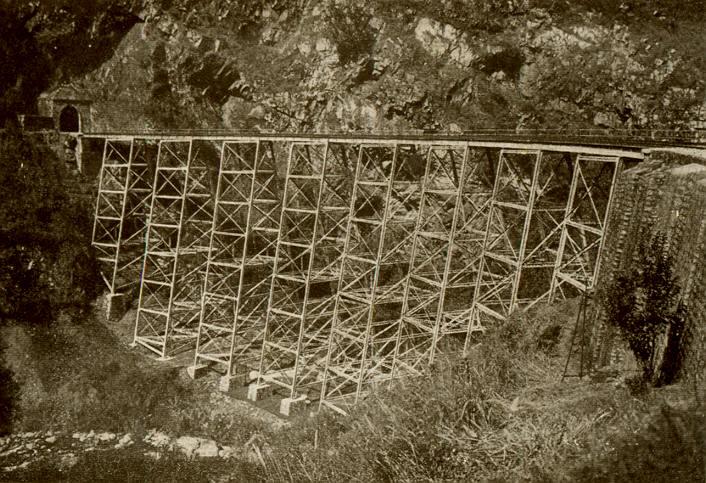 Le chemin de fer du yunnan. le pont en dentelle