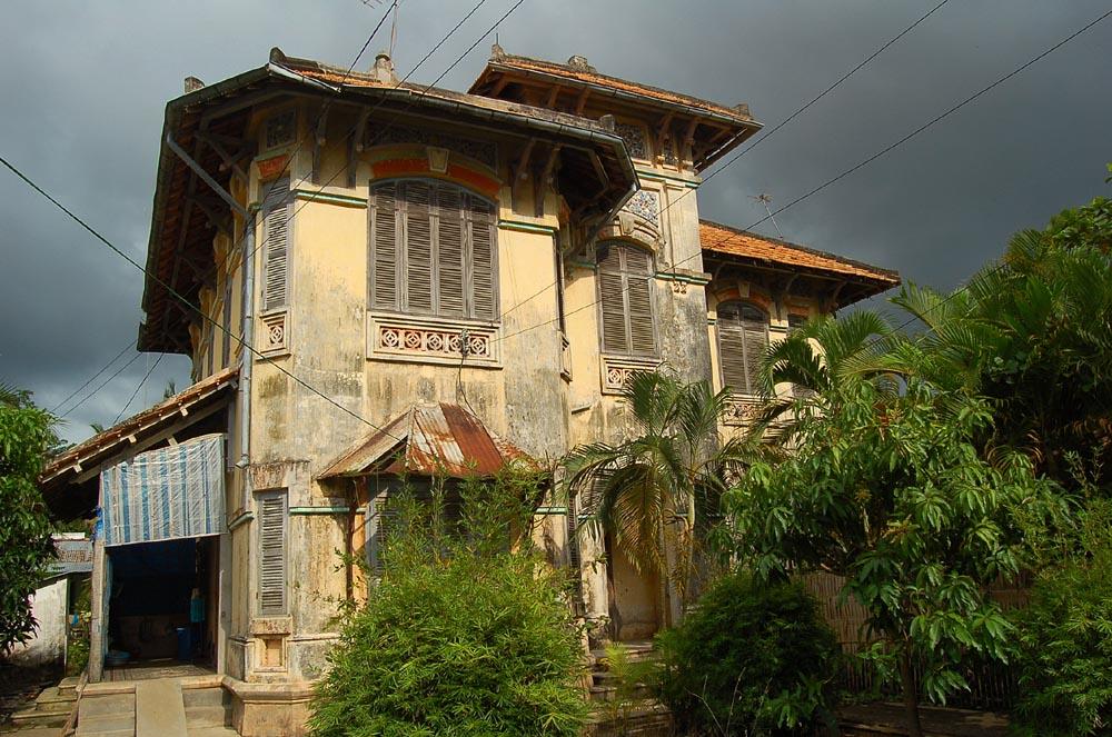 L 39 indochine coloniale l 39 amant for Interieur maison coloniale